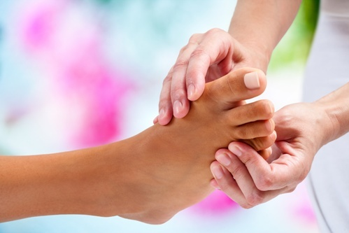 massage_reflexology1Dollarphotoclub_86049211.jpg