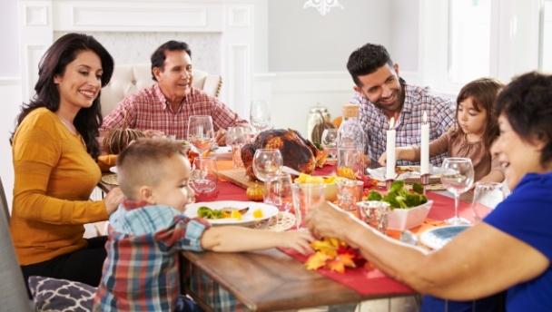 family_holiday_Dollarphotoclub_96258210.jpg